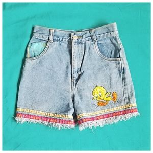RARE 90s Vintage Tweety Bird Highwaisted Shorts
